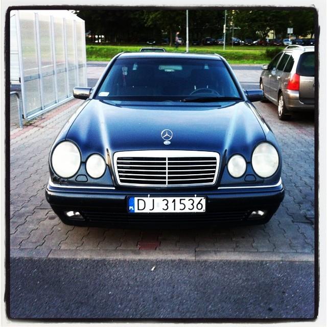 Bo po tych liniach łatwiej parkować ;)#jeleniagora #mercedes #parking