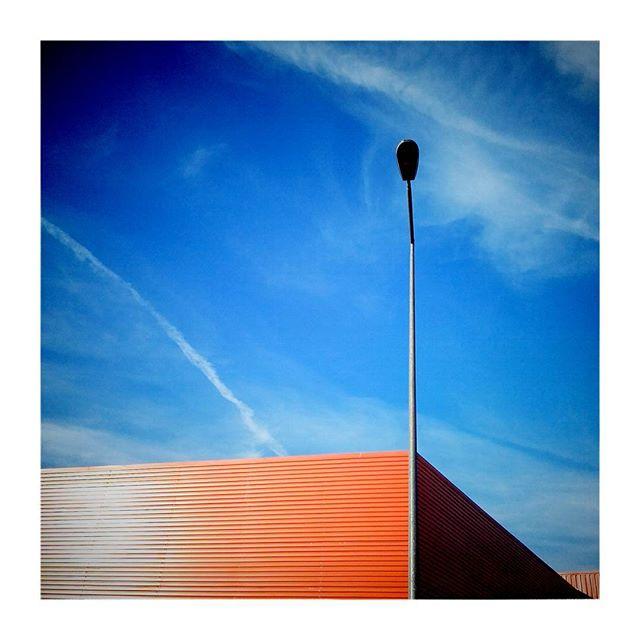 Lubię takie geometrie. ..#wroclaw #obi #Orange #geometria #architecture #architektura