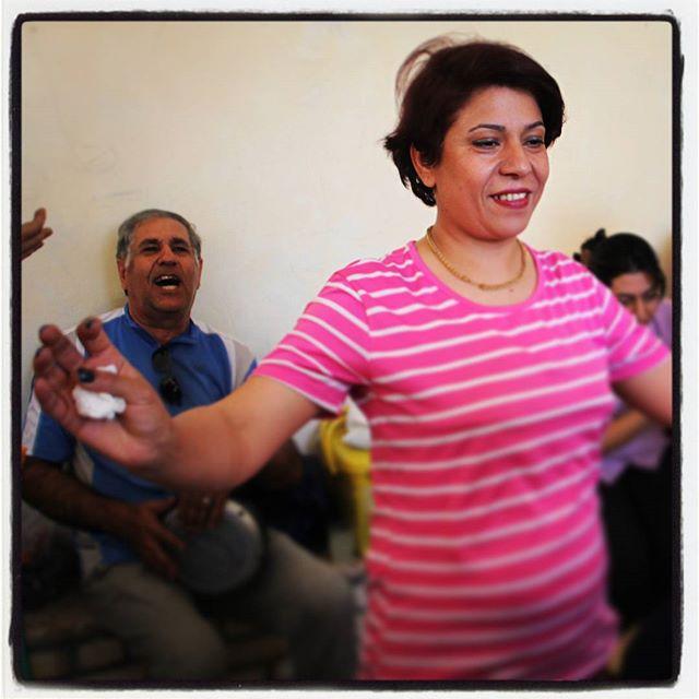 A tak, w #chakchak bawią się zaratustrianie!#zoroastrians#parsi#iranTańce, lemoniada i ciasto.A w tym wszystkim i my :)