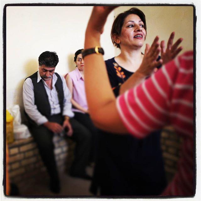 A tak, w #chakchak bawią się zaratustrianie!#zoroastrians#parsi#iranTańce, lemoniada i ciasto.A w tym wszystkim i my :) Po raz 2