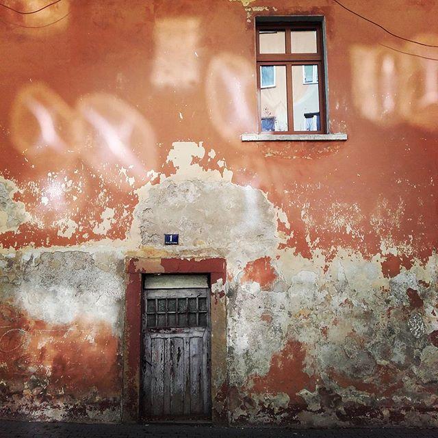 #slonce #odblaski i #pieknapogoda malują stare mury w #lubawka