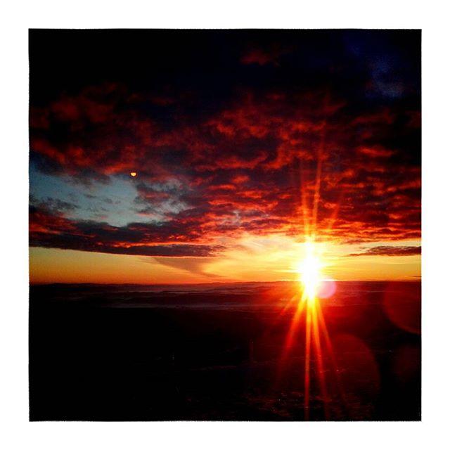 #sniezka #wschodslonca #karkonosze #gory #sunrise
