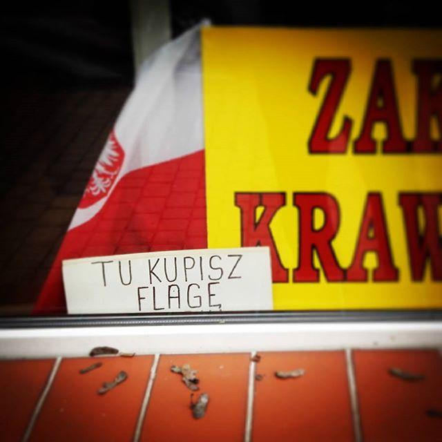 Sprzedają bandery a nie flagi, ale kto z Polaków wie co jest czym?#olecko #flaga