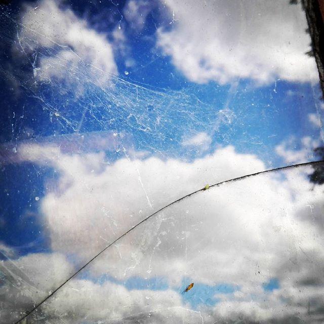 #stareokno #oldwindow #odbicie #reflection #chmury #blekit #clouds  #suwalszczyzna #punsk Szukając kadru :)