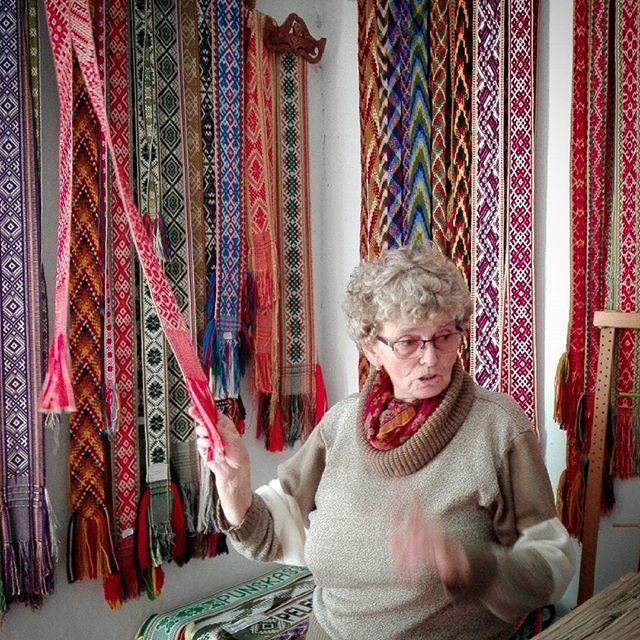 Pani Anna z #muzeum #etnograficzne w Puńsku jest skarbnicą wiedzy.Pani Anastazja, jej koleżanka, jest wie wszystko co to #krajka i dlaczego popularnym wzorem jest #swastyka.Polecamy Puńsk :)